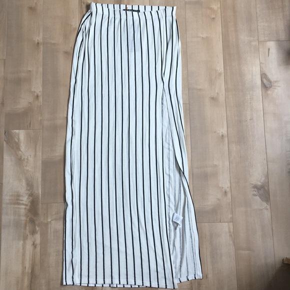 Boohoo Dresses & Skirts - Boohoo Split Skirt